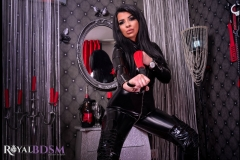 Mistress-Elenia-standing-in-latex-red-whip